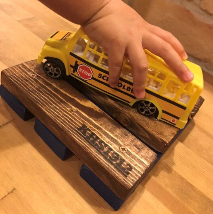T様 可愛い手と黄色のバス
